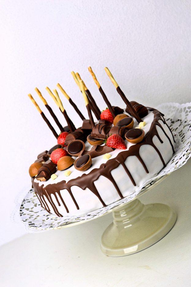CHOC VANILLA CAKE